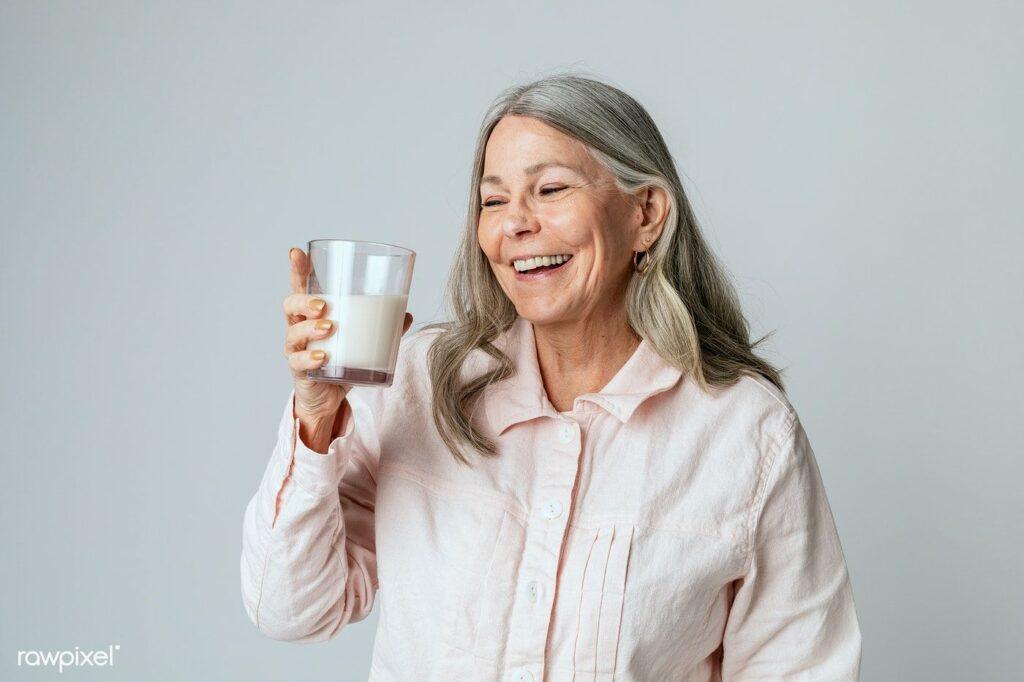 4 Manfaat Susu Nutrisi untuk Lansia sebagai Alternatif Pemenuhan Gizi